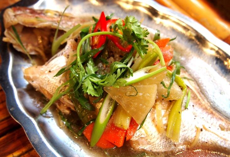 サイゴンの蒸し魚